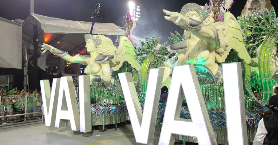 Vai-Vai desfila enredo sobre mulheres em São Paulo (18/2/2012)