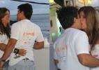 Em clima de romance, a atriz Cristiane Oliveira beija amigo em camarote em Salvador - Marcus Pavão e Wesley Costa / AgNews