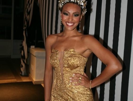 A rainha do baile Sheron Menezes no Baile de Gala do Copacabana Palace, no Rio de Janeiro (18/2/12)