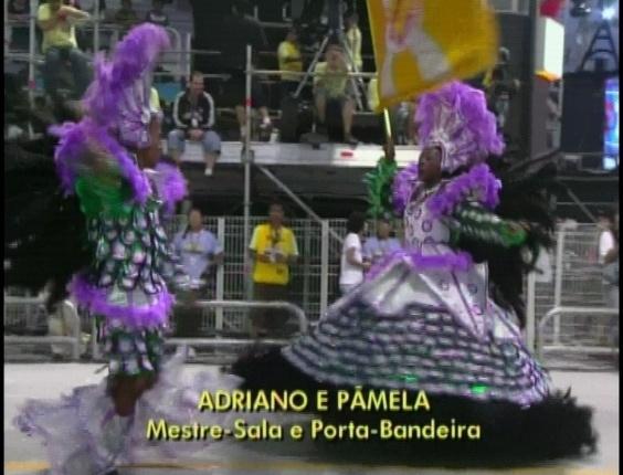 Adriano e Pâmela são o segundo casal de mestre-sala e porta-bandeira da Tom Maior (19/2/2012)