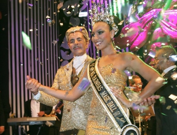 Atriz Sheron Menezzes é coroada rainha do baile de Carnaval do Copacabana Palace, no Rio de Janeiro (18/2/12)