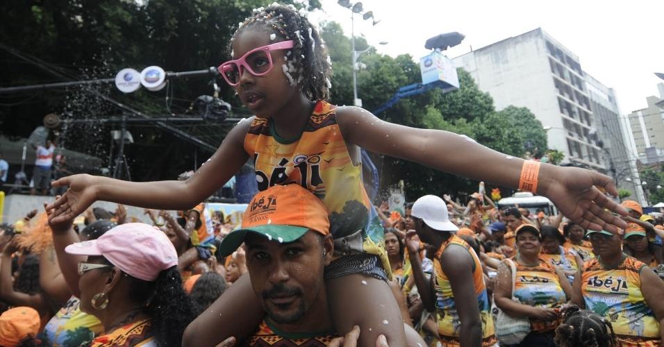 Criança curte o bloco de EdCity no circuito Campo Grande (Osmar), em Salvador (19/2/12)