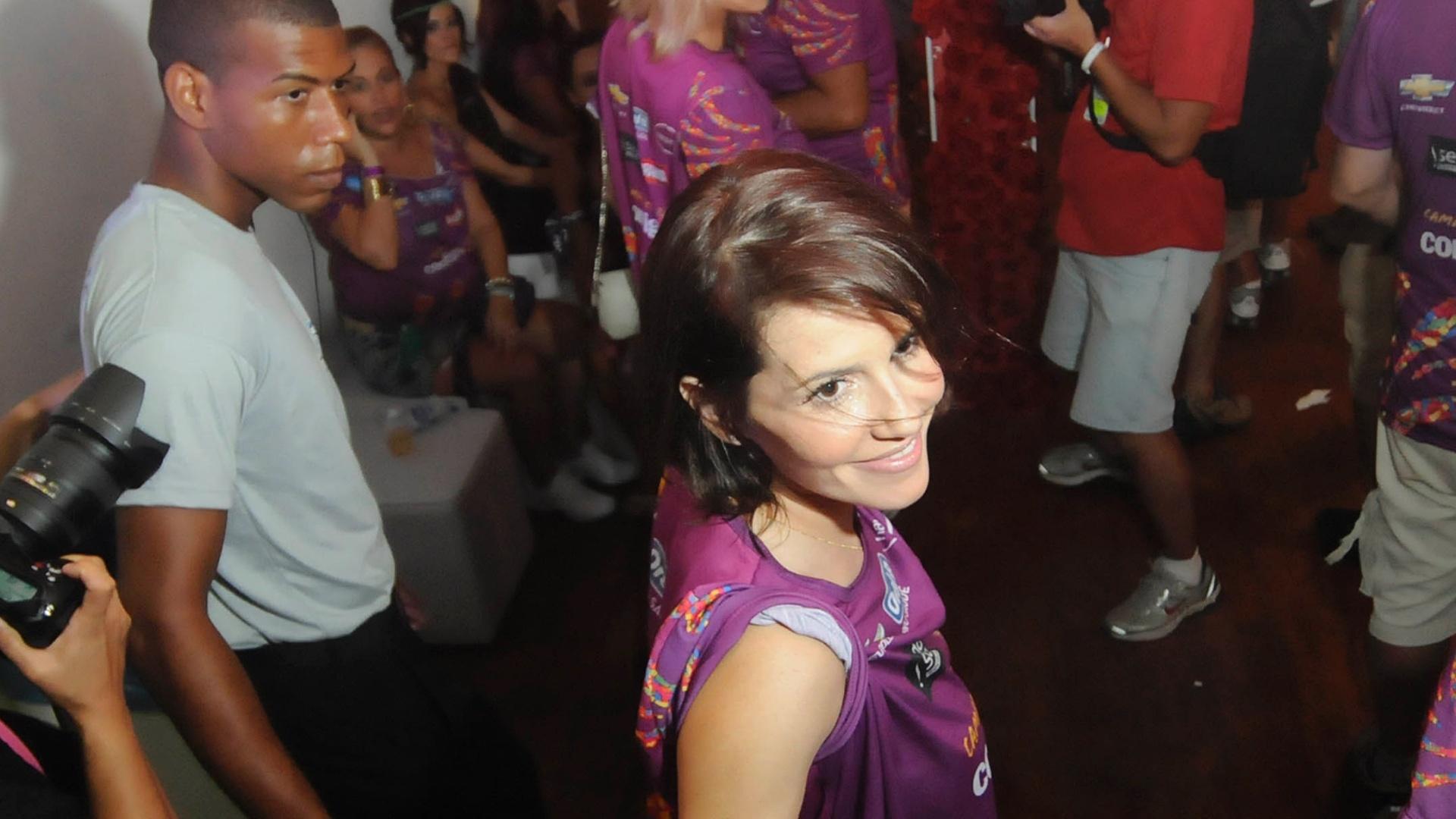 Deborah Secco curte o Carnaval em camarote (18/2/12)