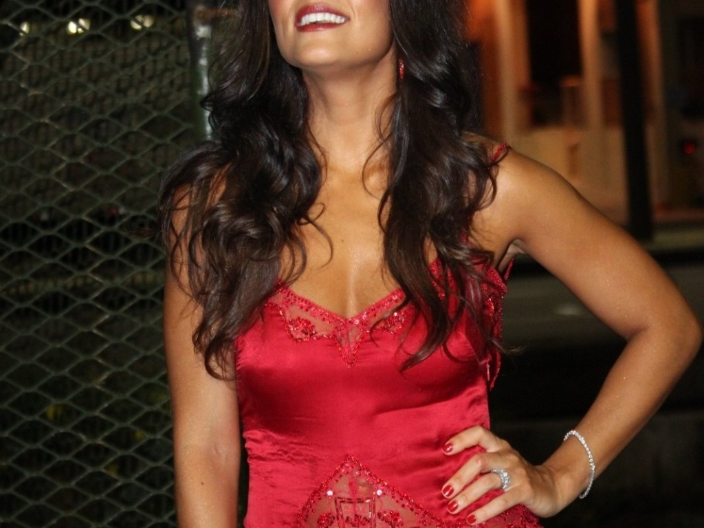 Juliana Paes chega na Sapuca para o desfile da Viradouro (19/2/12)