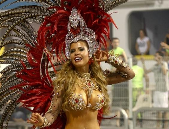 Musa da Dragões da Real, a ex-bbb Cacau samba no Anhembi, em São Paulo (18/2/12)