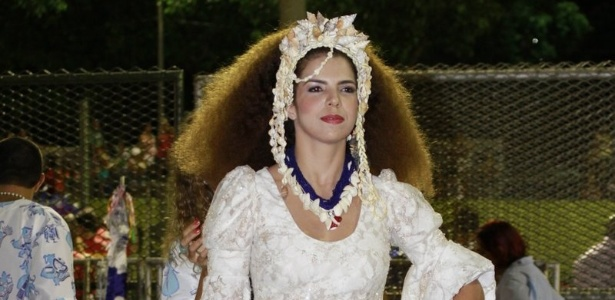 Vanessa da Matta, que ser Clara Nunes no desfile da Portela, espera na concentrao da escola (19/2/12)