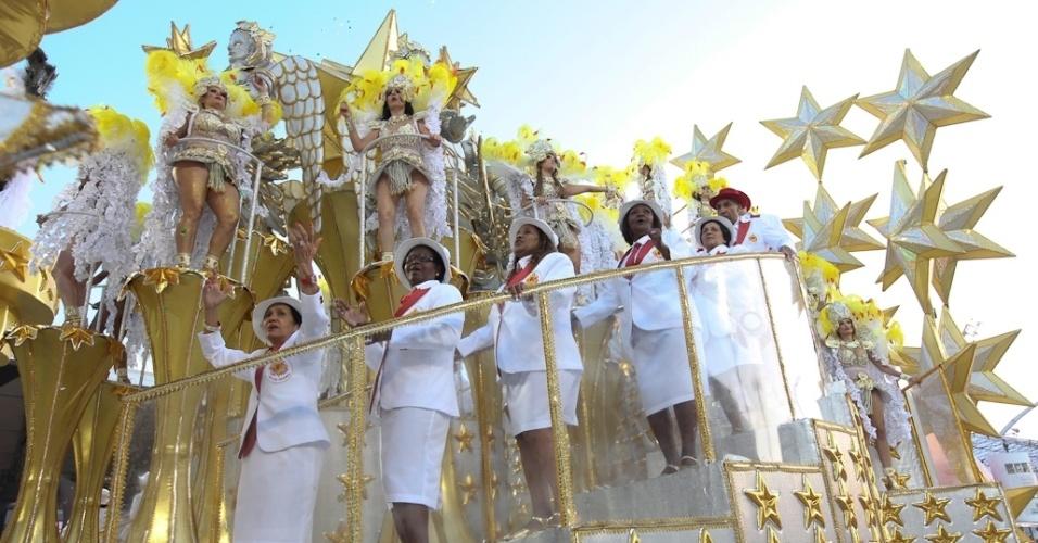 Velha guarda da Tom Maior em desfile que fechou a segunda noite do Carnaval paulista (19/2/12)