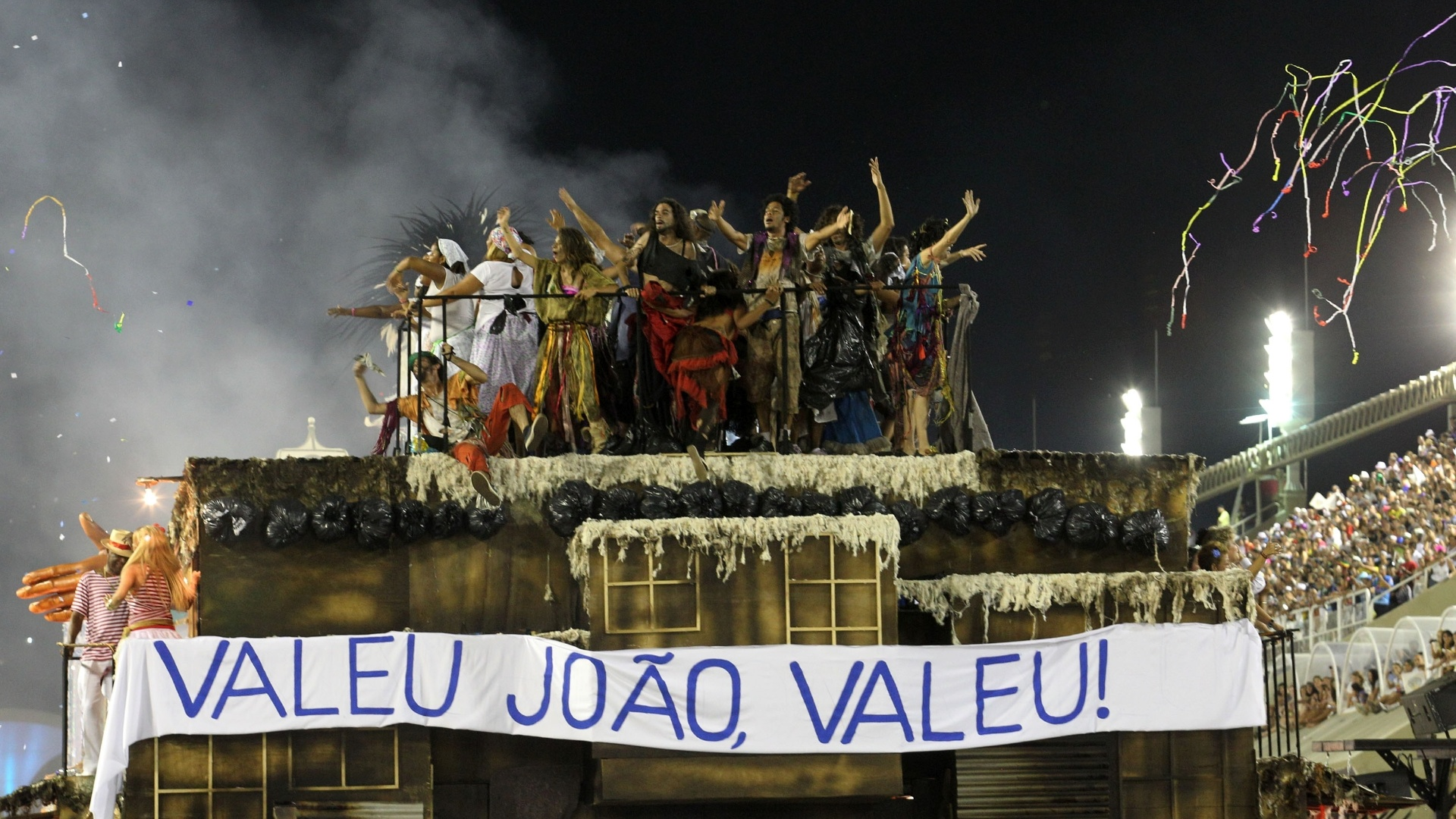 A Beija-Flor de Nilpolis homenageia o carnavalesco Josinho Trinta, que morreu em 2011 aos 78 anos (20/2/2012)