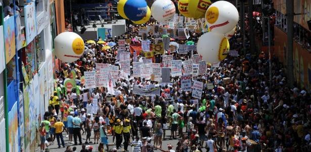 Os blocos de rua não param no Carnaval de Salvador; cidade já registra mais de 200 cirurgias de faces, mandíbula e nariz