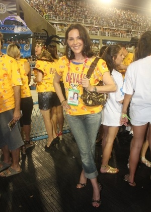 Carolina Ferraz chega ao camarote Devassa para curtir Carnaval (19/2/12)