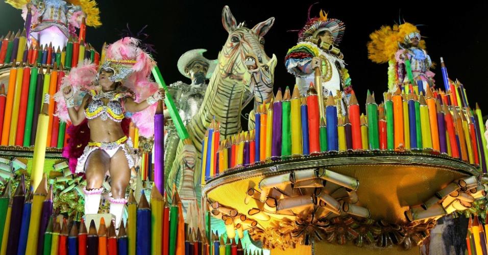 Carro sobre Dom Quixote relembra trabalho de Portinari para Carlos Drummond de Andrade (20/2/2012)
