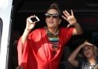 Com visual inspirado nas tribos africanas, Claudia Leitte agita circuito Barra-Ondina, em Salvador - AgNews