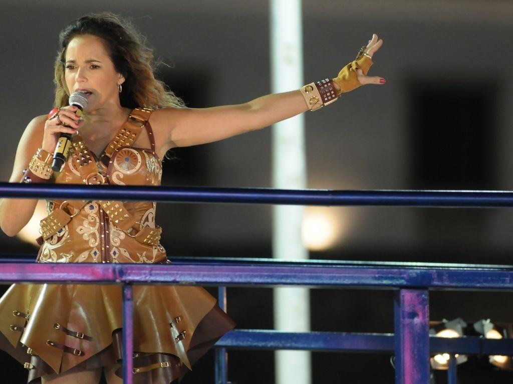 Com roupa inspirada nos cangaceiros, Daniela Mercury canta no trio Crocodilo do circuito Barra-Ondina (Dodô) em Salvador (20/2/12)