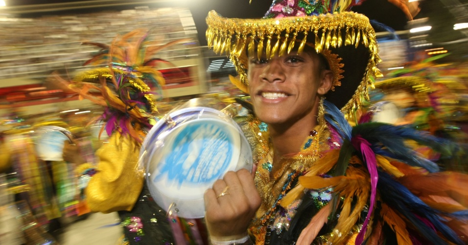 Cultura de São Luis do Maranhão é tema de desfile da Beija-Flor de Nilópolis, campeã no Rio em 2011 (20/2/2012)