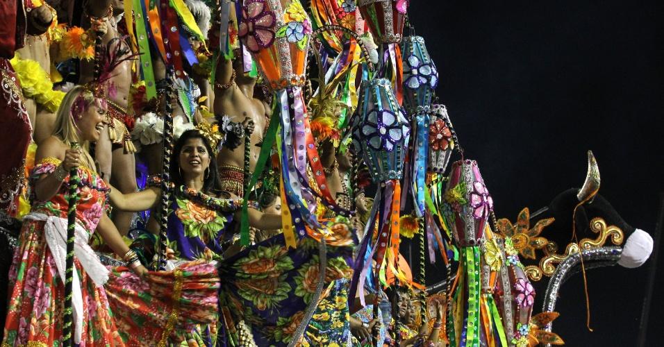 Desfile da Beija-Flor mostra referências a cultura de São Luis (30/2/2012)