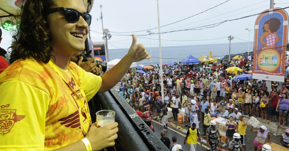 Guilherme Boury se diverte no Carnaval de Salvador no circuito Barra-Ondina (Dod&#244;), na Bahia (19/2/12)