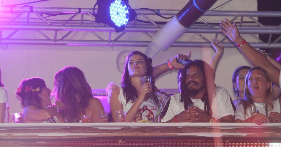 Isabeli Fontana e Rohan Marley curtem o Carnaval de Salvador no camarote de Ivete Sangalo, na madrugada deste domingo (19/2/12)