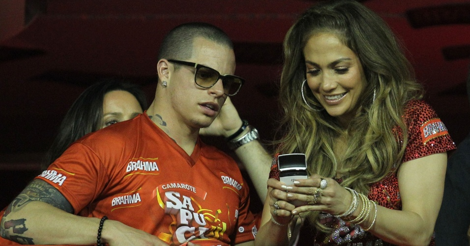 Jennifer Lopez e o namorado, o dan&#231;arino Casper Smart na Sapuca&#237;, no Rio de Janeiro(19/2/12)
