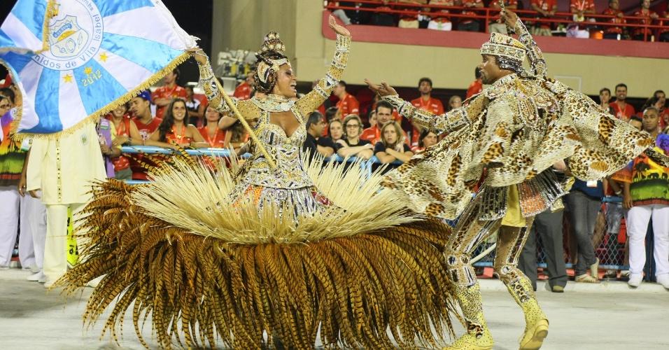 Mestre-sala e porta-bandeira desfilam na Vila Isabel (20/2/12)