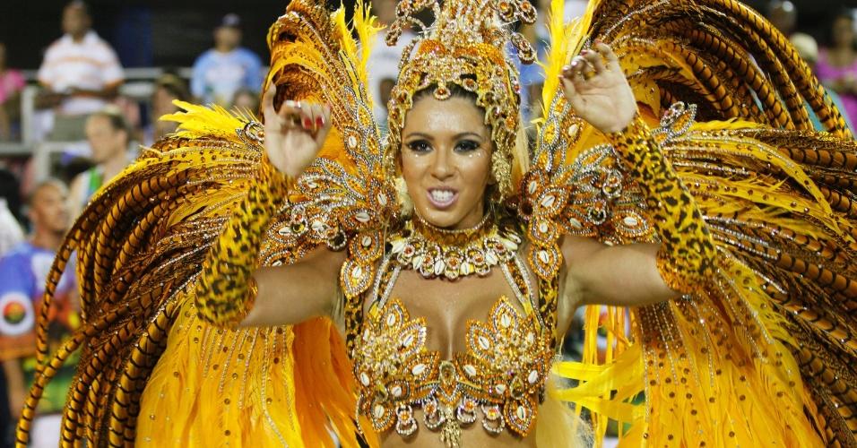Musa da Vila Isabel, Andrea de Andrade, desfila na Sapucaí (20/2/12)