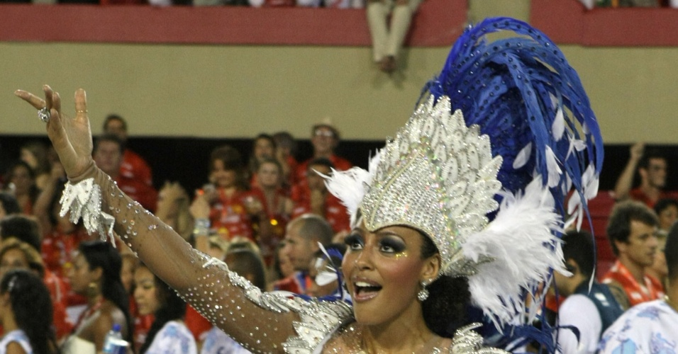 Sheron Menezzes samba durante desfile  da Portela na Sapuca, no primeiro dia de desfiles das escolas do grupo A do Rio de Janeiro(19/2/12)
