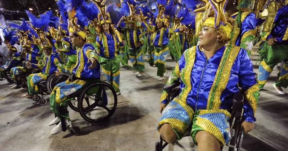 Ala da Grande Rio com cadeirantes; enredo da escola fala de superação (21/2/2012)