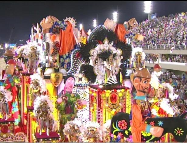 Carro abre-alas no desfile da Salgueiro na Sapucaí, no Rio (20/2/12)