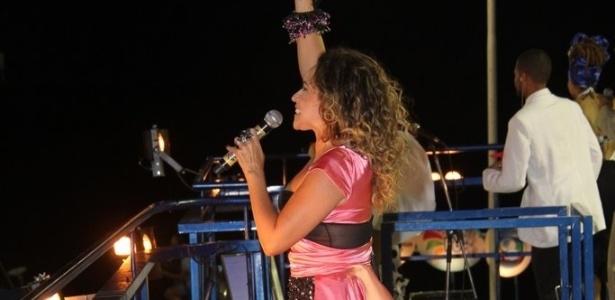 Com figurino preto e rosa, Daniela Mercury anima trio Crocodilo do circuito Barra-Ondina (Dodô), em Salvador (21/2/12)