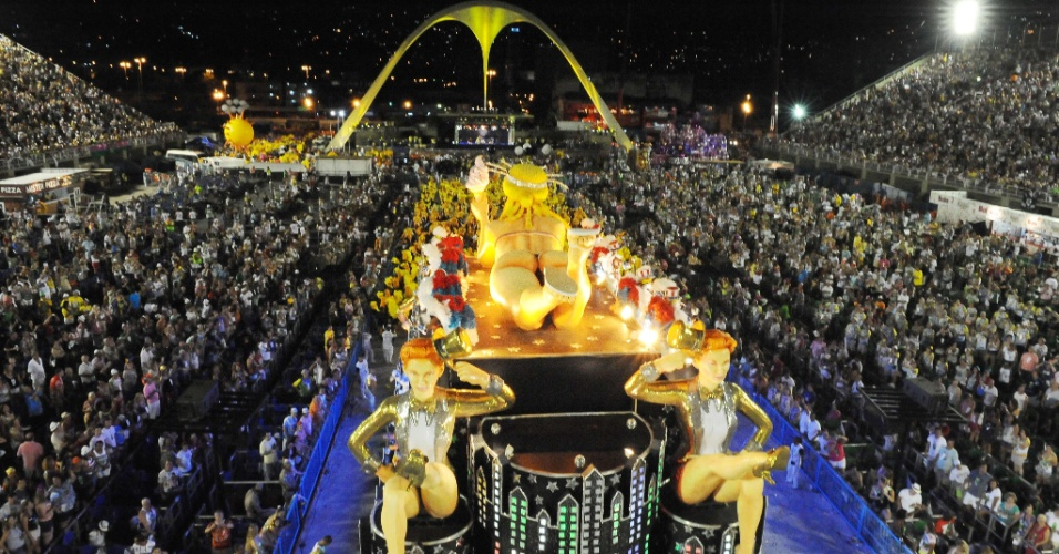 Desfile da S&#227;o Clemente abre a segunda noite do Carnaval na Sapuca&#237; (20/2/12)