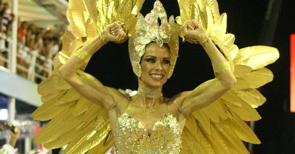 Fantasia de Ana Furtado, rainha da bateria da Grande Rio, é feita de folhas de louro (21/2/2012)