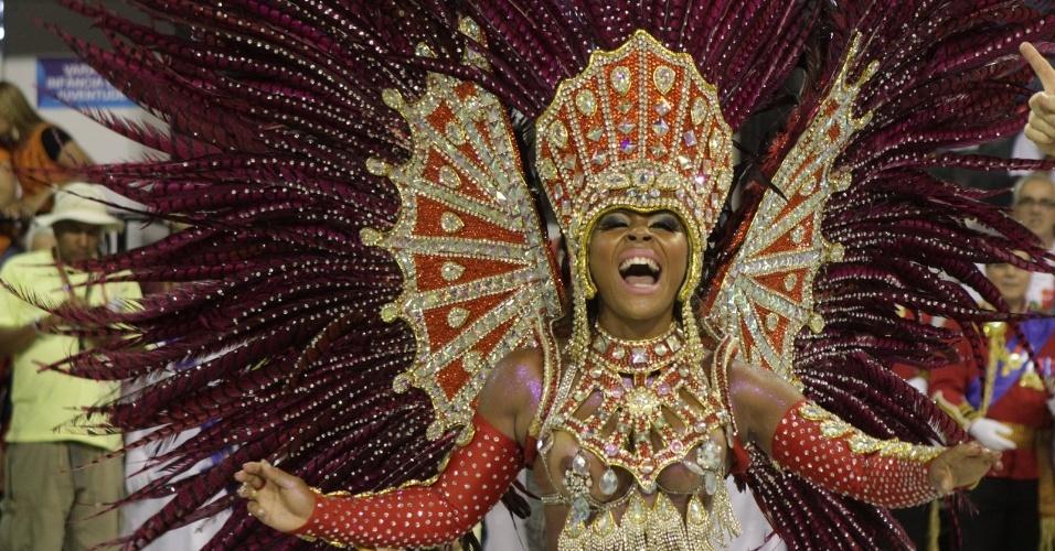 Jessica Pimentinha brilha no desfile da União da Ilha do Governador, no segundo dia de desfiles do grupo especial (20/2/12)