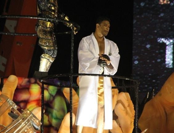 Lutador Minotauro saiu como destaque na Grande Rio (21/2/12)
