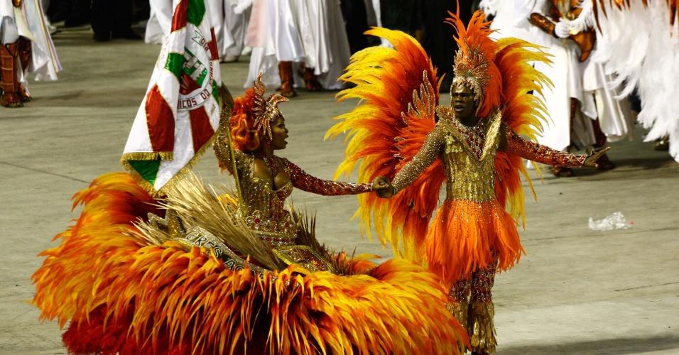 Mestre-sala e porta-bandeira da Grande Rio, última escola a desfilar no Carnaval do Rio (21/2/2012)