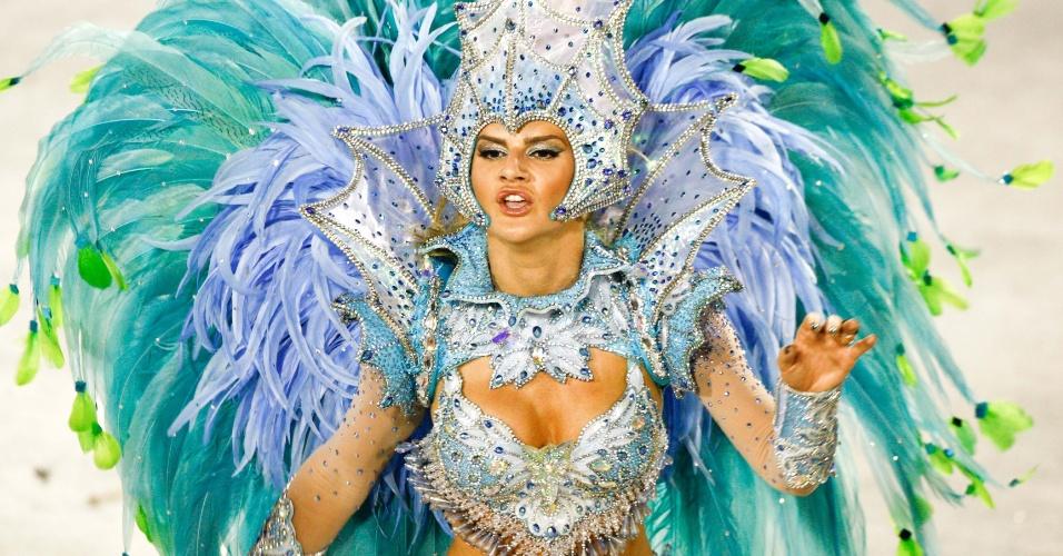 Mirella Santos, ex do cantor Latino, foi um dos destaques da Grande Rio (21/2/2012)