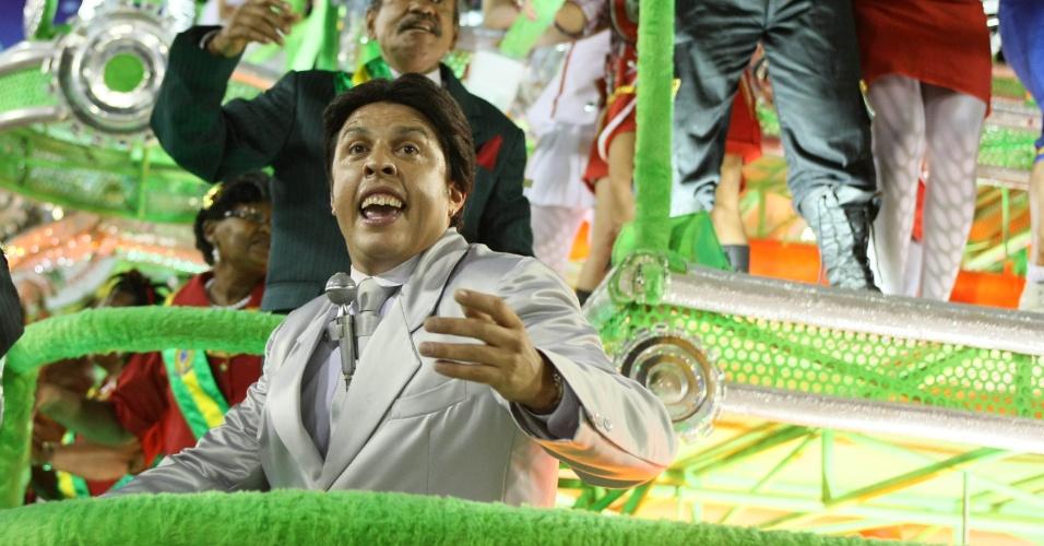 O Silvio Santos do Pânico na TV também desfilou em carro alegórico da Grande Rio (21/2/2012)