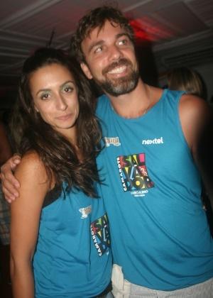 Os atores Camila Lucciola e Marcelo Farias prestigiaram um camarote em Salvador (20/2/12)