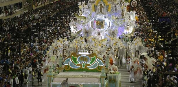 Panorâmica do desfile da Grande Rio, que encerrou os desfiles no Rio de Janeiro (21/2/2012)