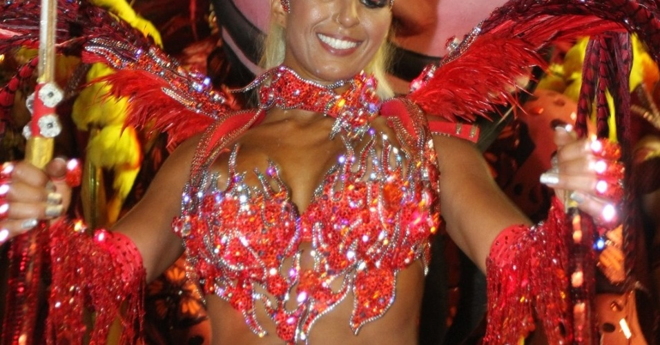 Valesca Popozuda com fantasia de diaba com luzes no desfile da Salgueiro na Sapuca&#237;, no Rio (20/2/12)