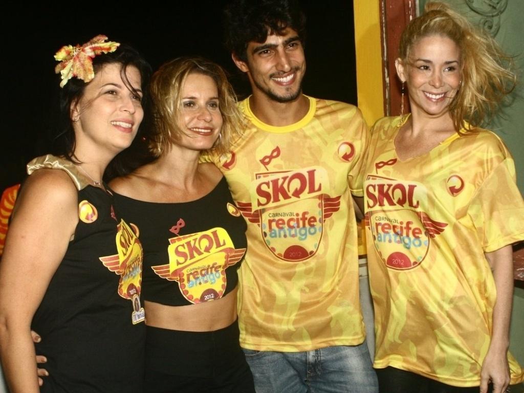 Carla Bensoussan, Paula Burlamaqui, Renato Góes e Danielle Winits curtem camarote em Recife (21/2/12)