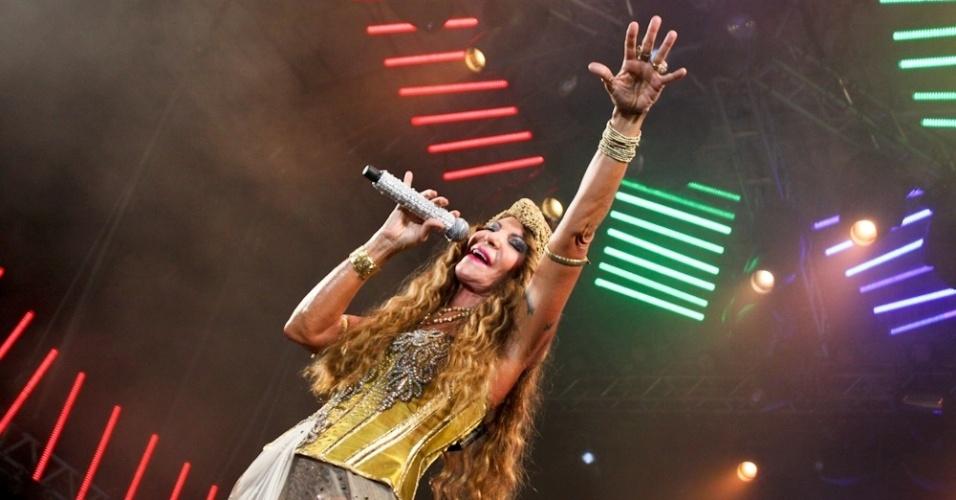 Elba Ramalho se apresenta no Marco Zero, em Recife, no último dia de Carnaval (21/2/12)