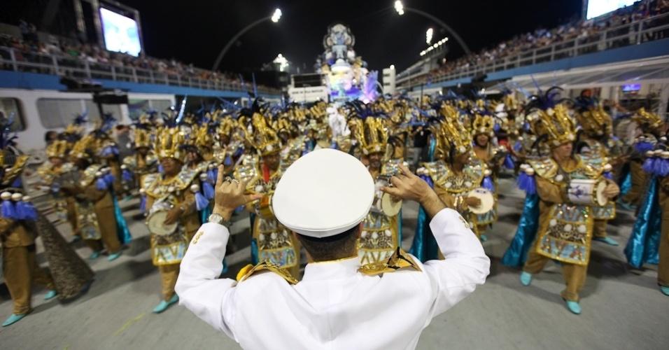 A bateria da Nenê de Vila Matilde no desfile das campeãs, no Anhembi, em São Paulo. A escola foi campeã do grupo de acesso e no ano que vem desfila no grupo especial (24/2/12)