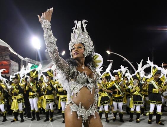 Camila Silva, rainha da bateria da Vai-Vai, escola que homenageou as mulheres no desfile das campeãs em São Paulo (25/2/2012)