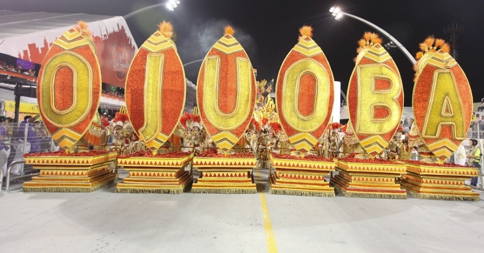 "Carro abre-alas da Mocidade Alegre, que teve como enredo o livro ""Tenda dos Milagres"" de Jorge Amado e que foi a campeã do Carnaval 2012 (25/2/2012)"
