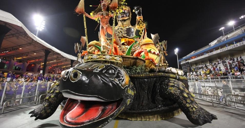 Carro alegórico da Mocidade Alegre, que se apresentou durante desfile das campeãs em SP (25/2/2012)