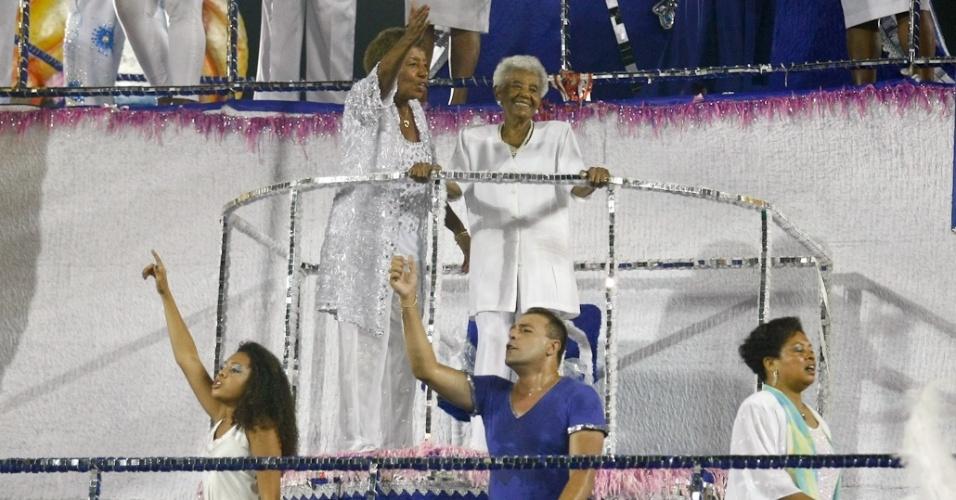Leci Brandão é homenageada pela Acadêmicos do Tatuapé no desfile das campeãs, no Anhembi, em São Paulo. A escola foi vice-campeã do grupo de acesso e no ano que vem desfila no grupo especial (24/2/12)