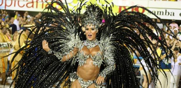 Rainha da bateria, Gracyanne Barbosa desfila pela Unidos da Tijuca, campeã do Carnaval (26/2/2012)