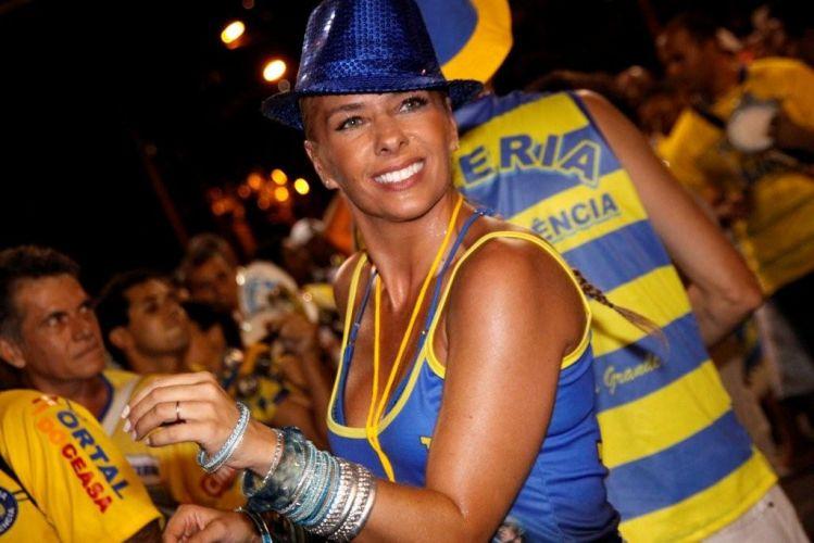 Adriane Galisteu vai ao ensaio técnico da Unidos da Tijuca na Marquês de Sapucaí, no Rio (10/2/2011). A apresentadora é rainha de bateria da agremiação, que este ano virá com o enredo