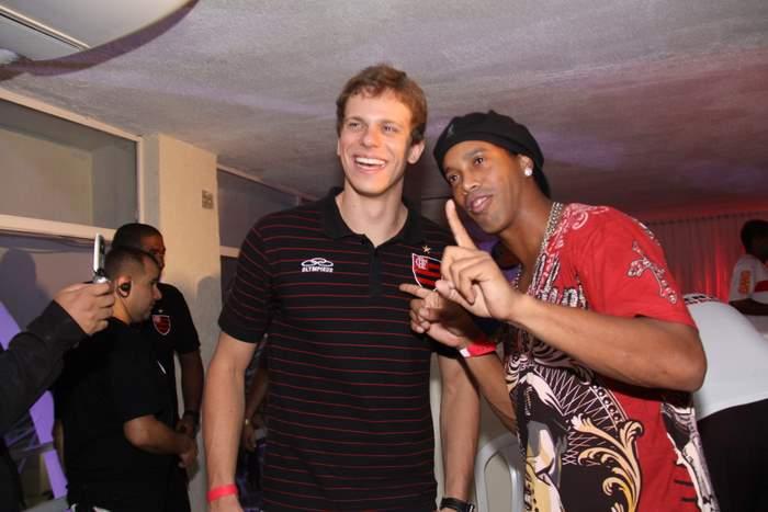 César Cielo e Ronaldinho Gaucho vão ao Baile do Vermelho e Preto, no Rio de Janeiro. A festa, promovida pelo Flamengo, é realizada no clube Monte Líbano (5/3/2011)