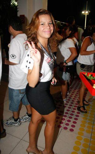 Atriz Fernanda Souza, que interpreta a personagem Thaísa, na novela Tititi, da TV Globo, aproveitou a folia do Carnaval da Bahia em camarote