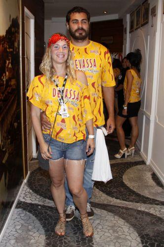 Thiago Lacerda e Vanessa Lóes curtem o desfile das escolas de samba campeãs do Carnaval do Rio de Janeiro (12/03/2011)